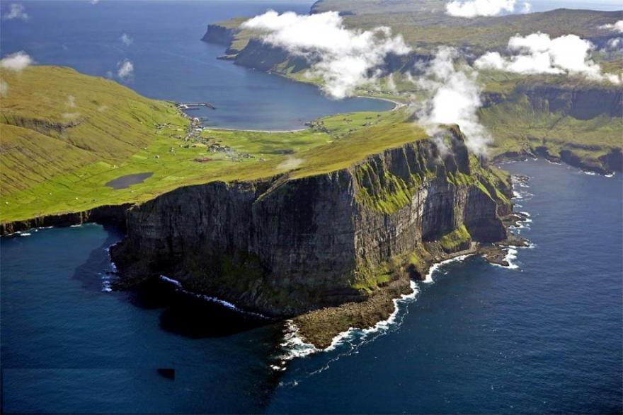 Folk og fæ på Færøerne