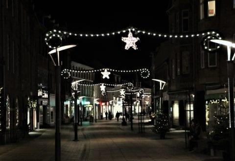 Julen lyser op i bymidten