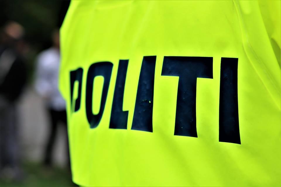 Fire personer anholdt