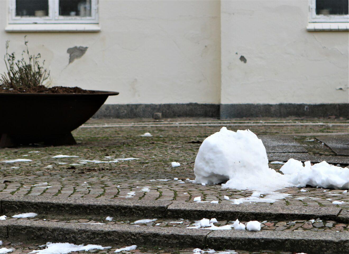 En sjat sne og 3 døde snemænd